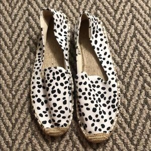 SOLUDOS Spotted Flats Espadrilles Size 8